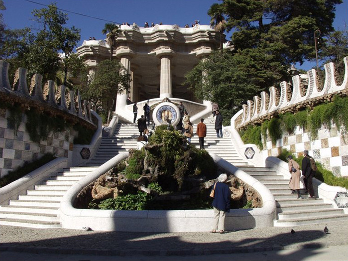 789px-Antoni_Gaudi_The_Parc_Guell (700x524, 168Kb)