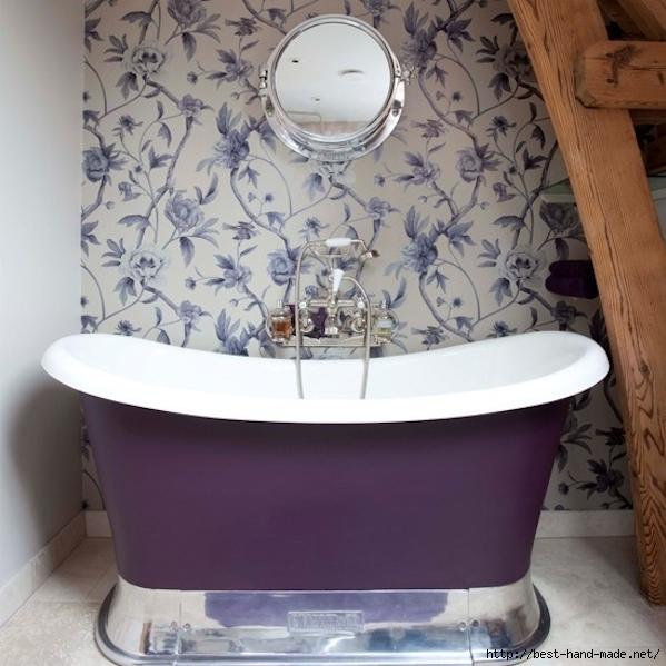 Flower-Wallpaper-On-Awesome-Purple-Bathroom-Design-Ideas- (599x599, 220Kb)
