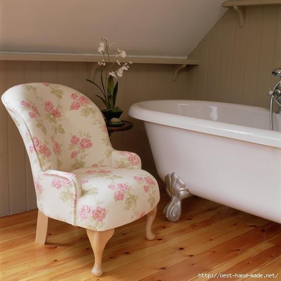 Bathroom--wingback-chair--25-Beautiful-Homes (550x550, 96Kb)