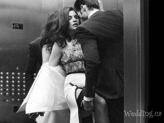 В лифт зашёл. . Был тихий вечер . Получил подарок : Даже не мечтал о в