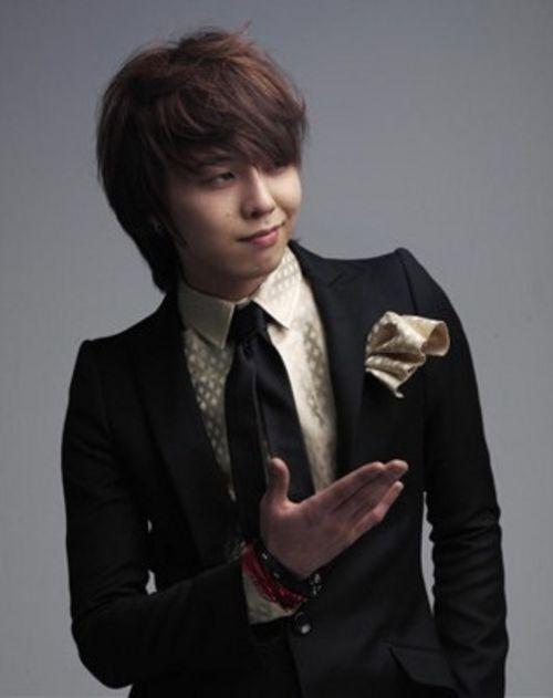G DRAGON (Джи Драгон)   лидер Южно Корейской музыкальной группы BIG BANG