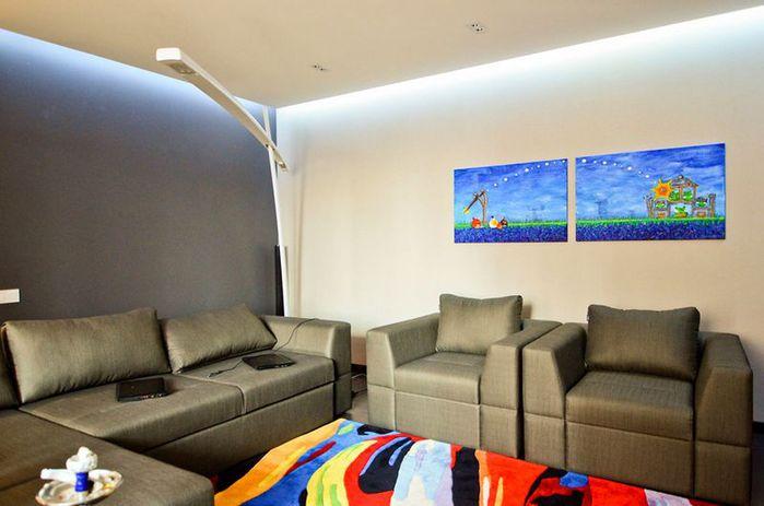 Минималистичный интерьер трехкомнатной квартиры в Киеве