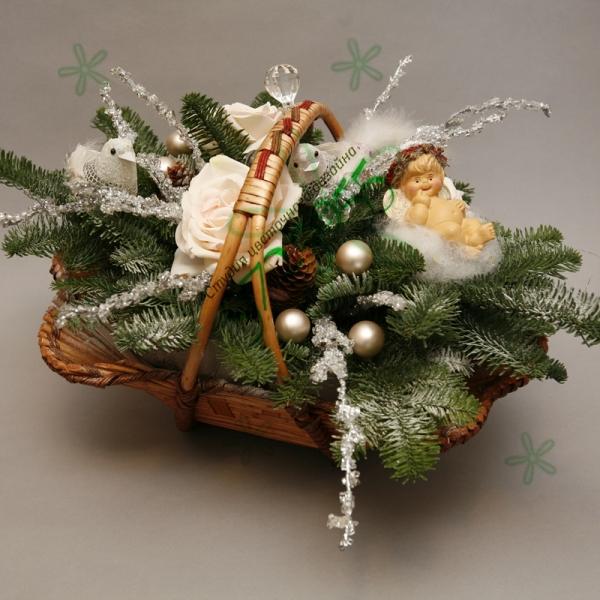 Как сделать новогоднюю композицию в корзине