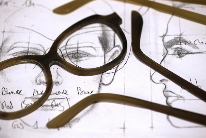 Изготовление очков Maison Bonnet из черепаховой кости. Фоторепортаж