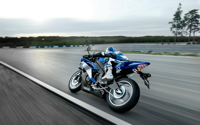 sportivnyy_motocikl_yamaha_na_treke_1920x1200 (700x437, 177Kb)