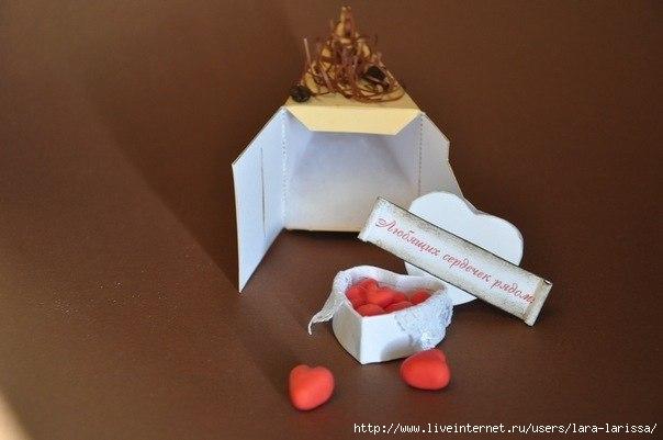 Торт с пожеланиями из бумаги и подарками