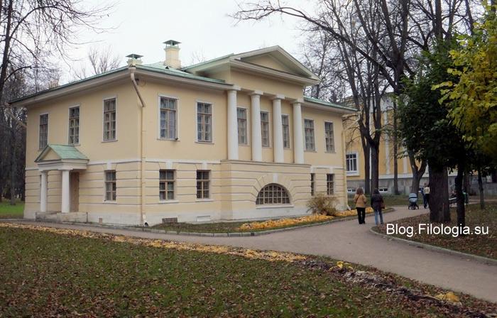 Старинное здание в Архангельском/3241858_autumn12aa (700x448, 131Kb)