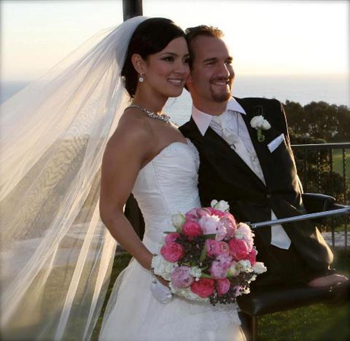 Nick-Vujicic-wedding (700x682, 95Kb)