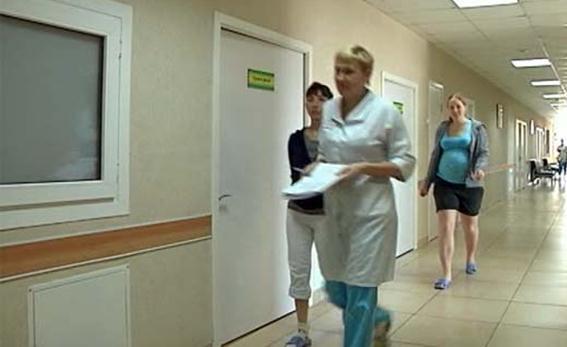 Видео про операцию в роддоме при свете фонариков