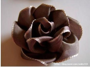 Розы из лент/1354963225_db85de21a0df30c21649f791a9303165_b_16 (367x276, 30Kb)