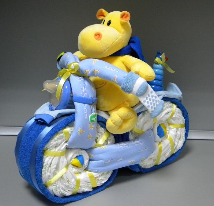 Подарок новорожденному своими руками мотоцикл из памперсов