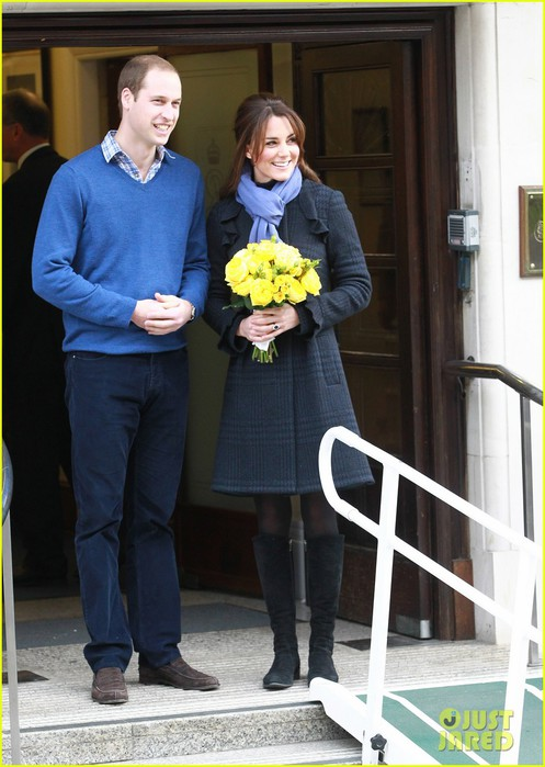 pregnant-kate-middleton-leaves-hospital-with-prince-william-06 (497x700, 87Kb)
