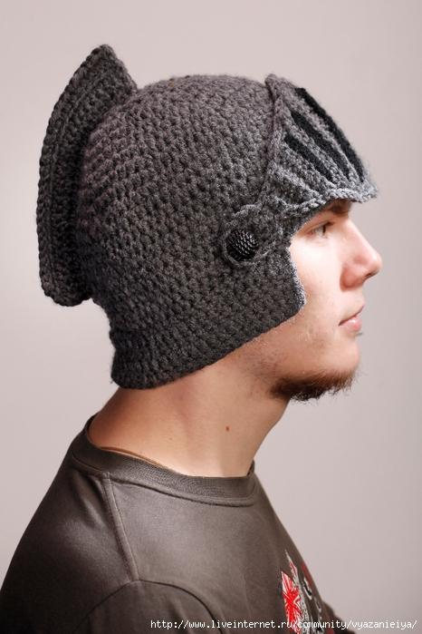 """Вязаная шапка крючком """"Шлем"""