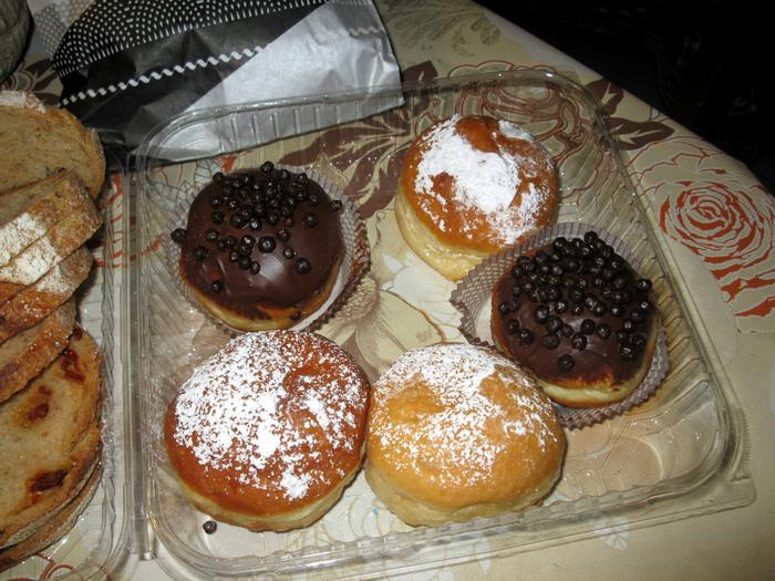 Ника и пончики 011 (700x525, 553Kb)