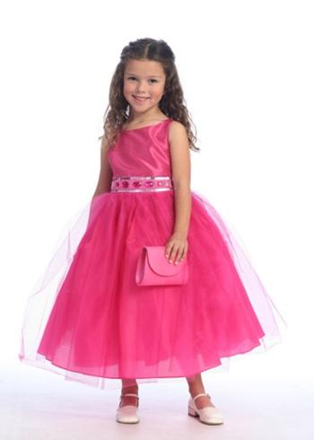 С каждым годом мода на выпускные платья для детей и взрослых меняется, появляются новые, еще более красивые и...