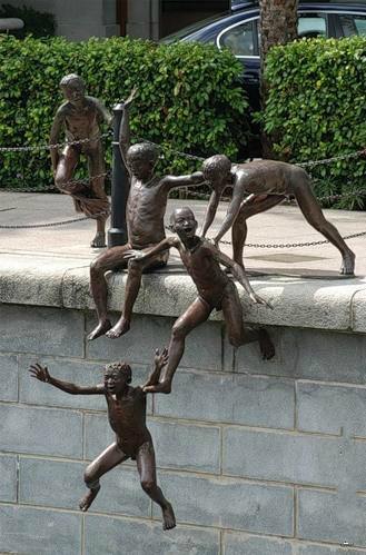 Statue i spomenici posvećene deci 94095723_large_8