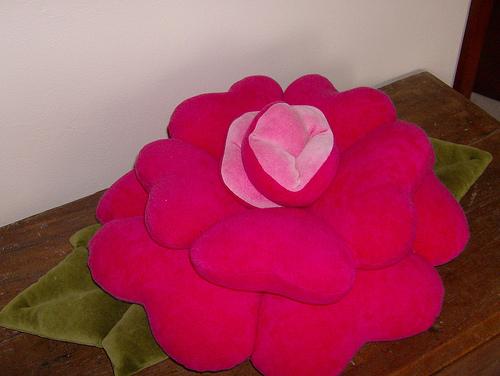 Подушка-цветок своими руками фото
