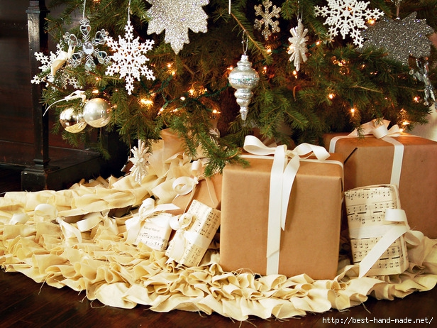 4129864_original_MarianParsonsChristmastreeskirtbeautywithpresents_s4x3_lg (616x462, 302Kb)