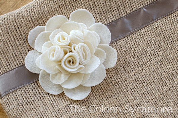 burlap pillow felt flower finished (600x397, 149Kb)