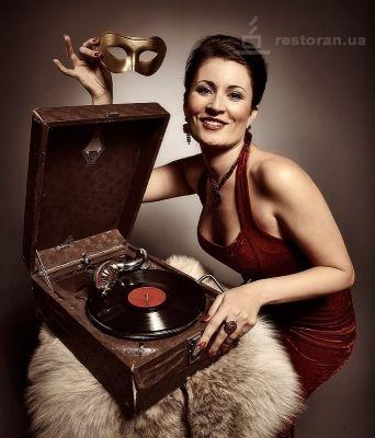 Vechera-retro-muzyki-v-rybnom-restorane-Zamok-Vydubichi_full (342x400, 46Kb)