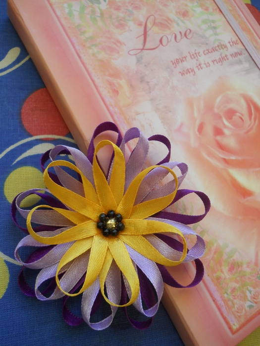 Цветы своими руками из тонких ленточек 95