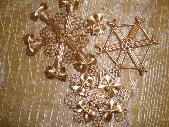 Новогодние украшение своими руками из макарон