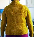 Превью Коричневый пуловер спинка (654x700, 132Kb)