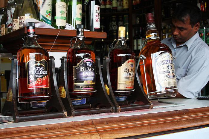1. Индия является самым крупным производителем и (как это неудивительно) потребителем виски (700x466, 93Kb)