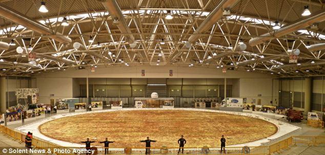 гигантская пицца в италии 1 (634x303, 54Kb)