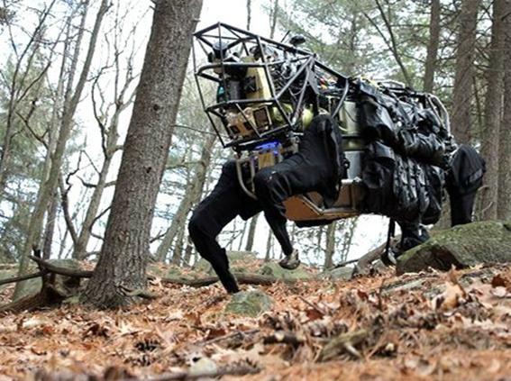 Робот оруженосец изобретен в США Фотографии