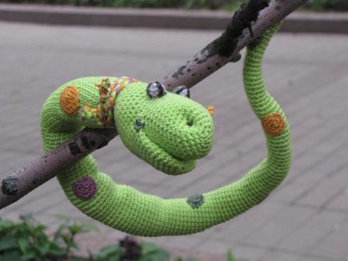 Змея связанная крючком