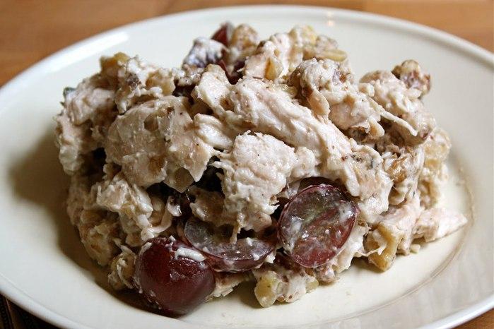 куриный салат с виноградом и орехами (700x466, 70Kb)