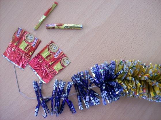 Что можно сделать из фантиков от конфет своими руками фото инструкция