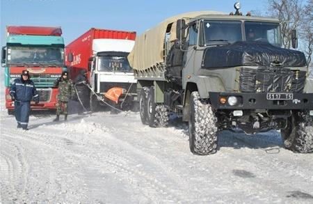 Спецтехника продолжает спасать западную Украину от снежной блокады!