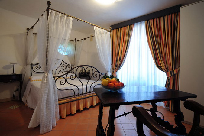 4497432_italiantraditionalbedroomsdetails21 (675x450, 80Kb)