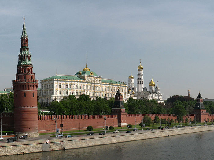 800px-Moscow_Kremlin_from_Kamenny_bridge (700x525, 73Kb)