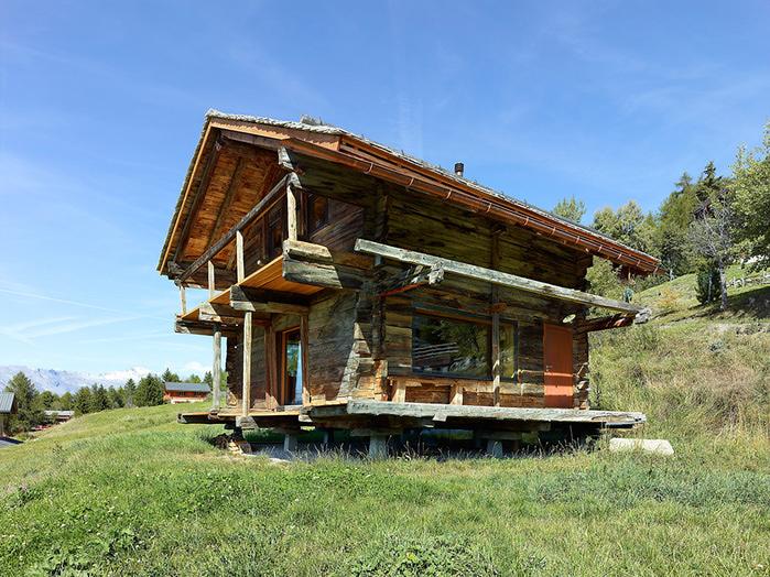 трухлявый дом фото (700x524, 232Kb)