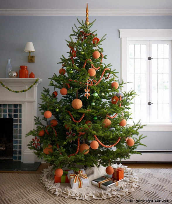Christmas-Tree-Decoration-with-Tangerine-Ornaments (588x700, 249Kb)