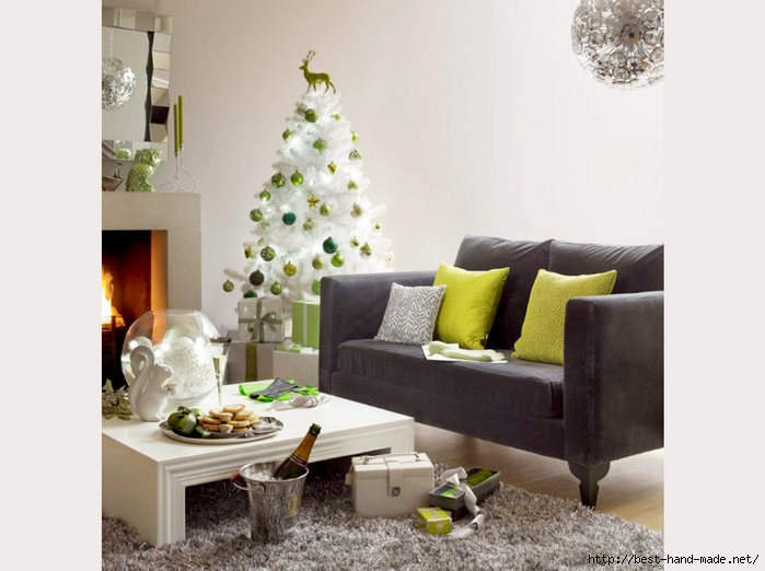 fashionable_design_sofa_and_white_christmas_tree_in_living_room (700x522, 155Kb)