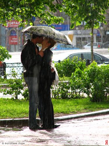 двое под зонтом (374x500, 127Kb)