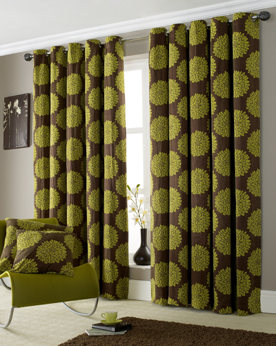 Green-curtains-and-armchair-in-living-room (400x500, 272Kb)