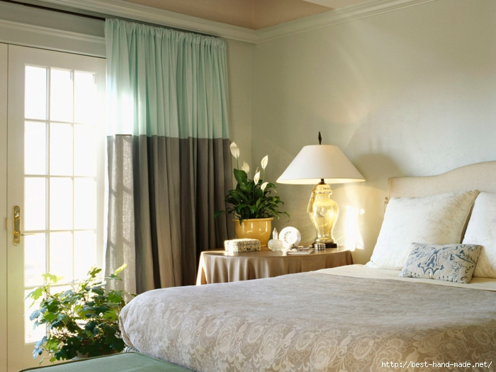 Interior_Two-coloured_curtains_in_a_bedroom_009464_ (700x525, 250Kb)