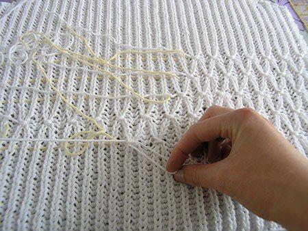Быстрый способ усложнить вязку на старом свитере, не распуская его! (450x338, 135Kb)
