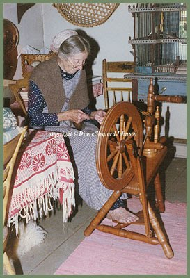 Tasha Tudor Spinning Photo by DSJ (273x400, 37Kb)