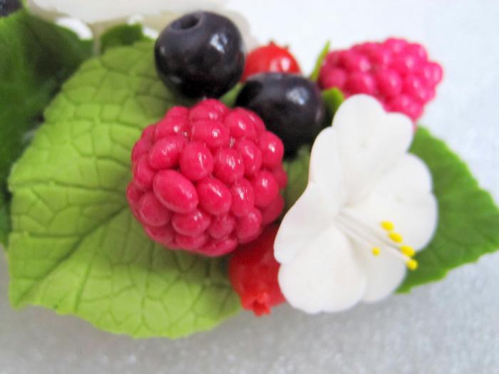 Заколка Лесные ягоды 6 (700x525, 330Kb)