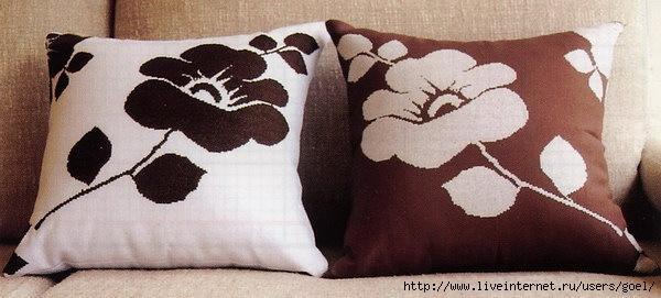 Теоретически для подушки годятся практически любые техники вышивки: крестом, гладью, гобеленовым швом, ришелье...