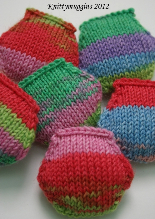 puffs-in-regia-kaffe-fassett-easter-colors1 (496x700, 265Kb)