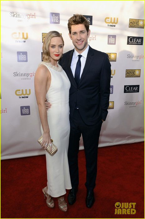 emily-blunt-john-krasinski-critics-choice-awards-2013-03 (466x700, 67Kb)