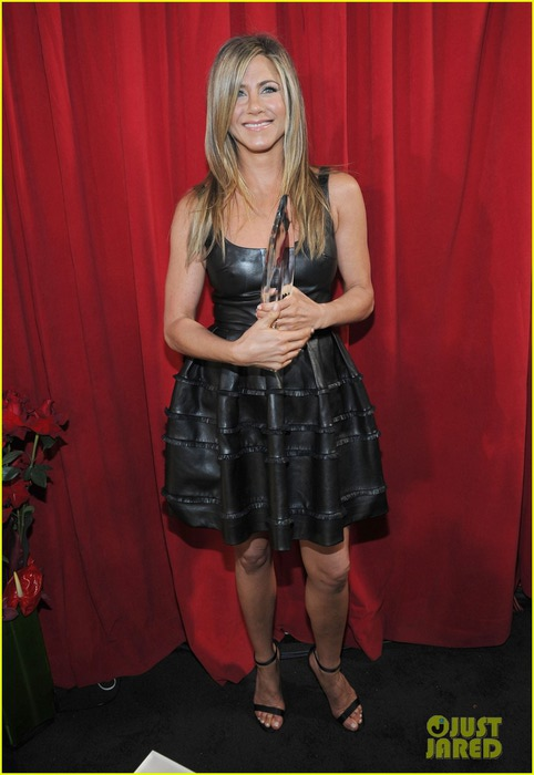 jennifer-aniston-peoples-choice-awards-2013-winner-01 (482x700, 69Kb)