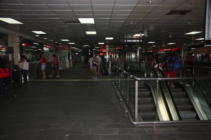 Spain-Barcelona-metro-Estación-2012-Изображение 034 (700x466, 177Kb)